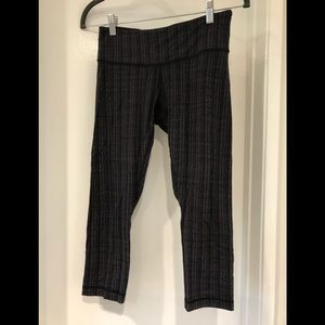 Lululemon grey/black capri tights